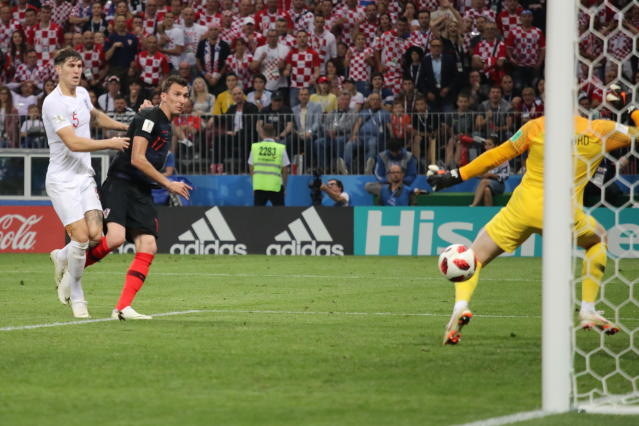 <p>Mario Mandzukic of Croatia scores a goal to make it 2-1 during the 2018 FIFA World Cup Russia Semi Final match between England and Croatia at Luzhniki Stadium on July 11, 2018 in Moscow, Russia. (Photo by Matthew Ashton – AMA/Getty Images) </p>