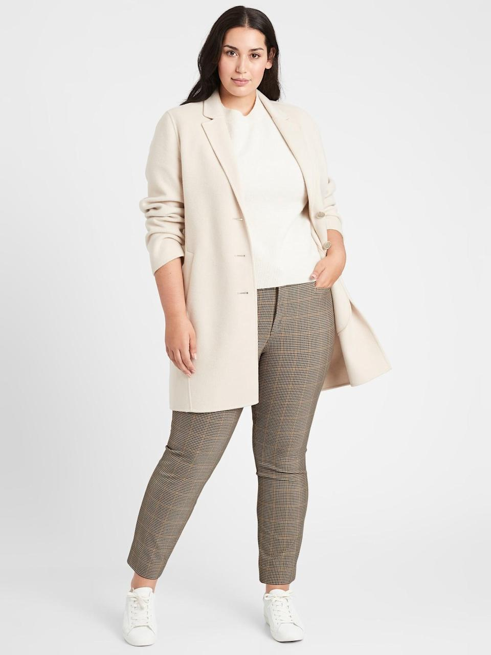 <p>Try these long line <span>Banana Republic Mid-Rise Skinny Sloan Pant</span> ($49, originally $99). Pair it with a pair of low-top sneakers and blazer.</p>