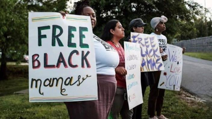 For the past five years, the National Bail Out Collective has been paying bail bonds for Black mothers so they can spend Mother's Day with their families. (Photo: nationalbailout.org)