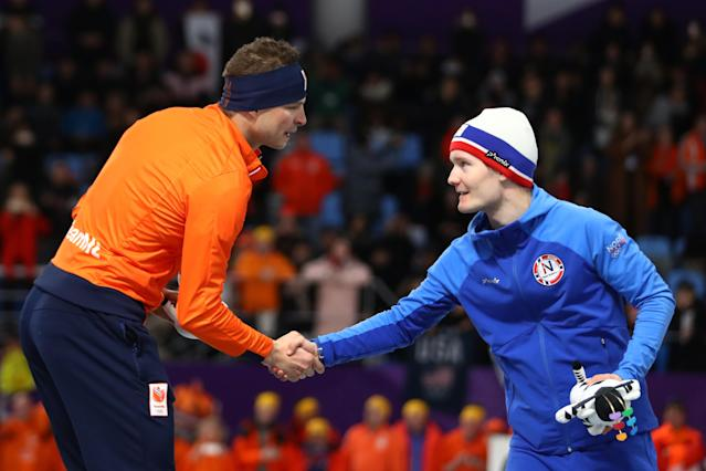 Gold medalist Sven Kramer of the Netherlands and bronze medalist Sverre Lunde Pedersen of Norway shake hands during the victory ceremony after the Men's 5000m Speed Skating event. (Getty)