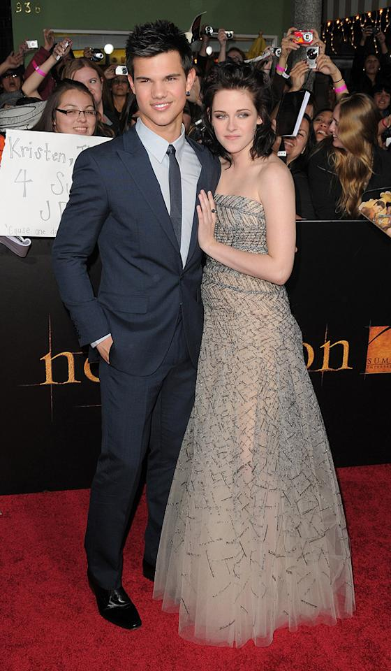"""<a href=""""http://movies.yahoo.com/movie/contributor/1808598632"""">Taylor Lautner</a> and <a href=""""http://movies.yahoo.com/movie/contributor/1807776250"""">Kristen Stewart</a> at the Los Angeles premiere of <a href=""""http://movies.yahoo.com/movie/1810055802/info"""">The Twilight Saga: New Moon</a> - 11/16/2009"""
