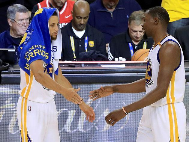 Stephen Curry and Kevin Durant align. (Getty Images)