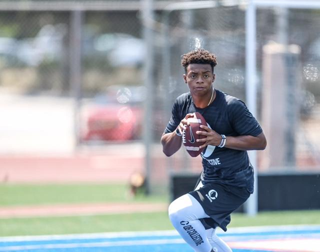 Justin Fields is the top uncommitted QB in the 2018 recruiting class. (Photo credit: Twitter/@qb_collective)