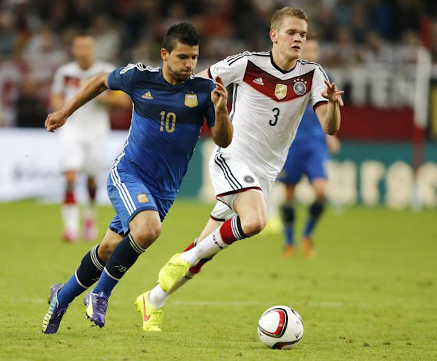Germany's Matthias Ginter, right, and Argentina's Sergio Aguero challenge for the ball during the friendly soccer match between Germany and Argentina in Duesseldorf, Germany, Wednesday, Sept. 3, 2014. (AP Photo/Frank Augstein)