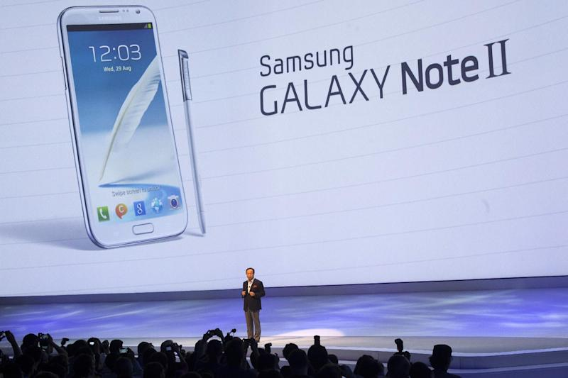 JK Shin, President of IT & Mobile Communications at Samsung Electronics unveils the new Galaxy Note II at a Samsung event in Berlin, Wednesday, Aug. 29, 2012. (AP Photo/Markus Schreiber)