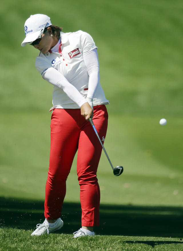 Se Ri Pak, of South Korea, hits out of the rough on the second hole during the final round of the Kraft Nabisco Championship golf tournament Sunday, April 6, 2014, in Rancho Mirage, Calif. (AP Photo/Chris Carlson)
