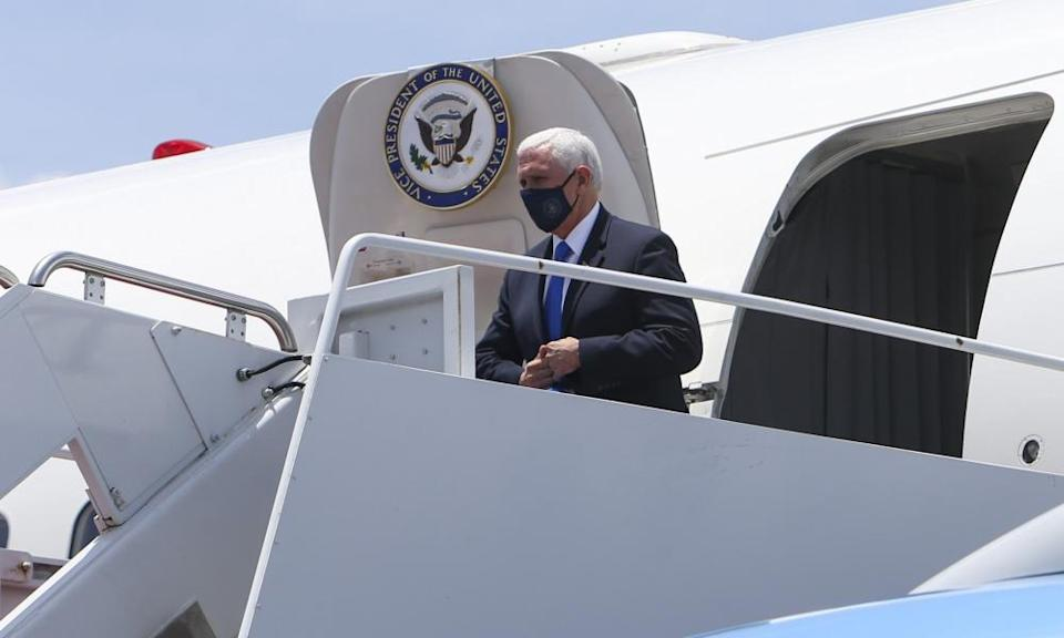 mike pence gets off plane