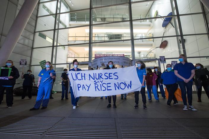 NHS staff are angered by the 1% pay rise after their hard work over the past year. Staff from University College Hospital protested with a slow hand clap in March 2021. (Getty Images)
