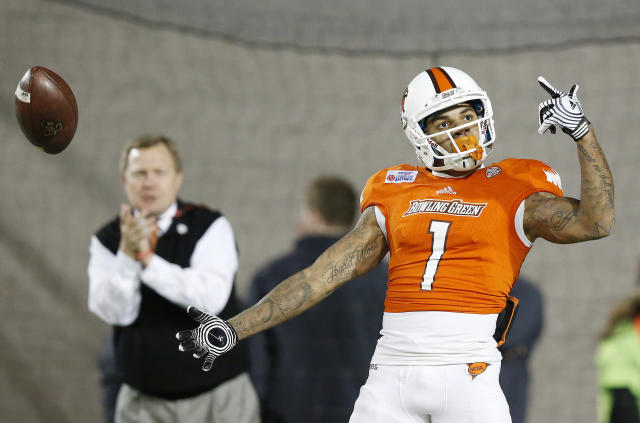 Bowling Green wide receiver Roger Lewis (1) celebrates after he scored a touchdown during the first half of the Camellia Bowl NCAA college football game Saturday, Dec. 20, 2014, in Montgomery, Ala.(AP Photo/Brynn Anderson)