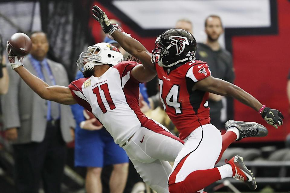 <p>Arizona Cardinals wide receiver Larry Fitzgerald (11) makes a one-handed catch against Atlanta Falcons cornerback Brian Poole (34) during the first of an NFL football game, Sunday, Nov. 27, 2016, in Atlanta. (AP Photo/John Bazemore) </p>