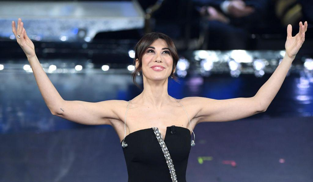<p>Il vestito a 'cerniera' con spacco ha esaltato il fisico di Virginia Raffaele (Photo by Daniele Venturelli/Daniele Venturelli/WireImage) </p>