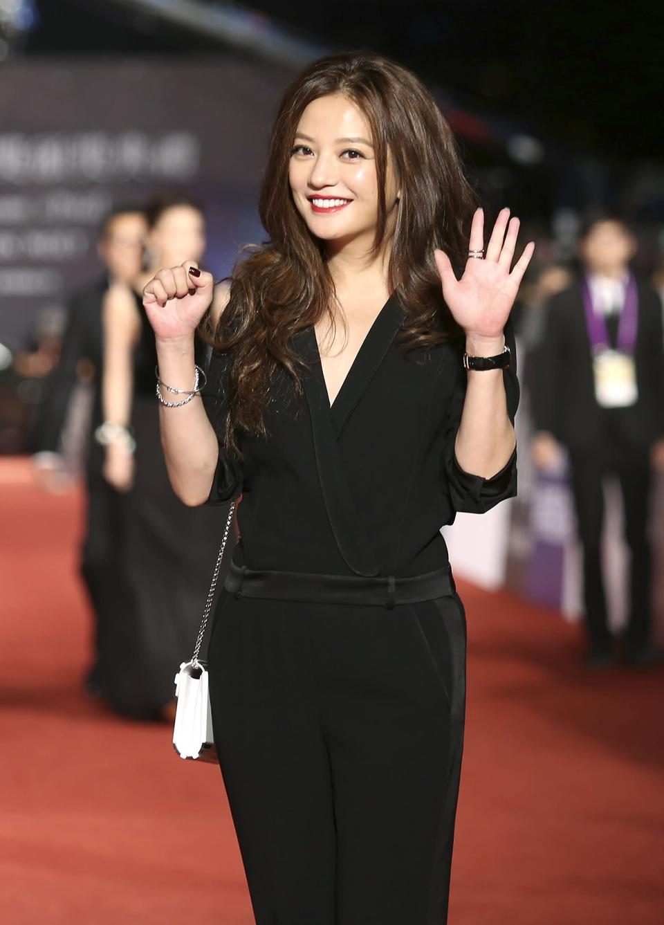 Chinese actress and director Vicky Zhao poses for photographers on the red carpet at the 50th Golden Horse Film Awards in Taipei November 23, 2013. REUTERS/Patrick Lin (TAIWAN - Tags: ENTERTAINMENT)