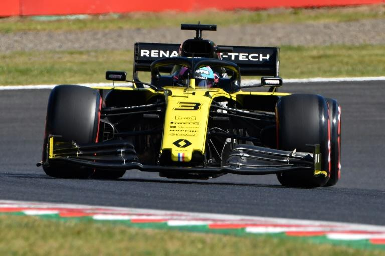 Daniel Ricciardo was the first major surprise of the day as his Renault struggled with balance in the gusts and could only clock 16th fastest to be eliminated in the first session (AFP Photo/Toshifumi KITAMURA)