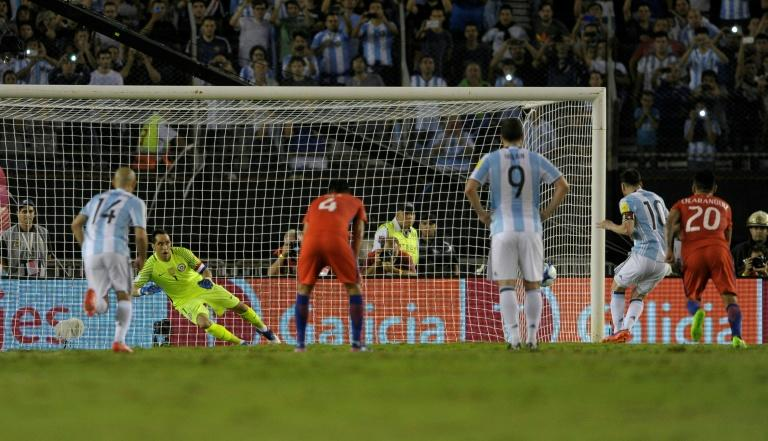 Lionel Messi (2nd R) scores to give Argentina a 1-0 win over Chile in World Cup qualifiers