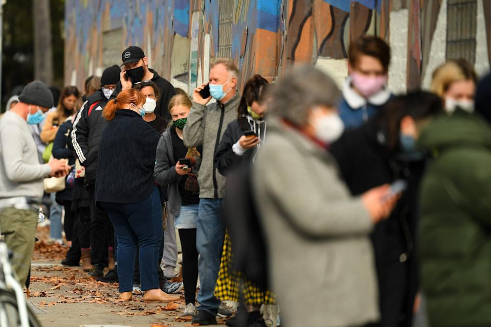People are seen waiting in a line to receive covid19 tests at a walk-in covid19 testing facility in Melbourne. Source: AAP