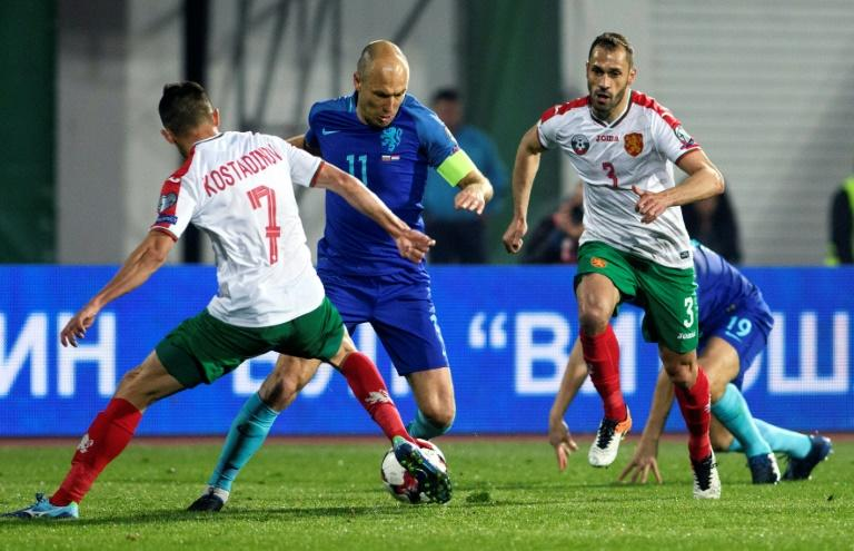 Netherland's Arjen Robben (2nd L) vies with Bulgaria's Georgi Kostadinov (L) duing their FIFA World Cup 2018 qualification football match in Sofia on March 25, 2017
