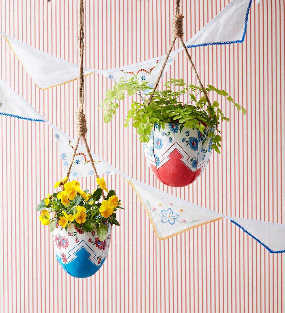 <p>Enhance greenery or statement floral arrangements with a pair of potted hanging planters. </p>