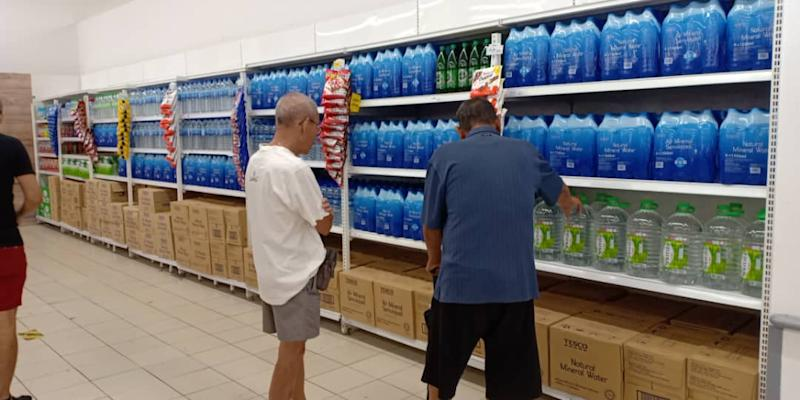 The Tesco outlet at Kepong Village Mall shows a fully stocked bottled water section, taken at 5pm yesterday April 25, 2019. — Picture by Rohazida Mohamed