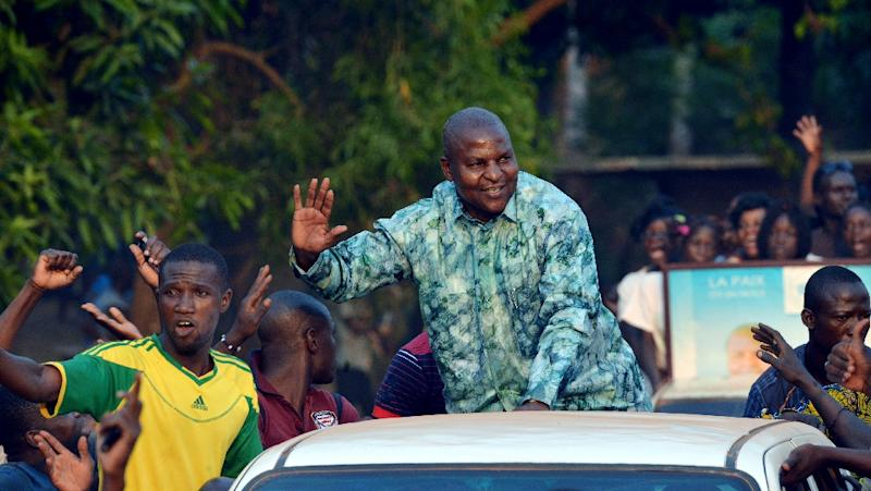 Central African Republic presidential candidate Faustin Archange Touadera waving to supporters during a presidential campaign tour in Bangui on December 28, 2015 (AFP Photo/Issouf Sanogo)