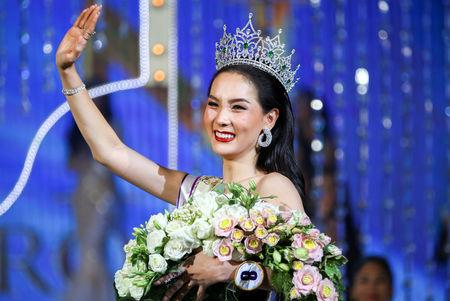 Contestant Jiratchaya Sirimongkolnawin of Thailand waves after she was crowned winner of the Miss International Queen 2016 transgender/transsexual beauty pageant in Pattaya, Thailand, March 10, 2017. REUTERS/Athit Perawongmetha