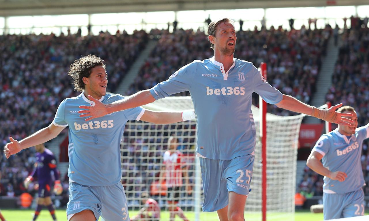 Peter Crouch heads Stoke to victory over wasteful Southampton