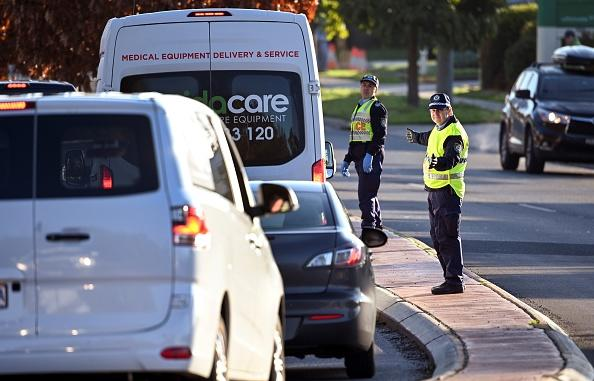 Police in the southern New South Wales (NSW) border city of Albury check cars crossing the state border from Victoria.