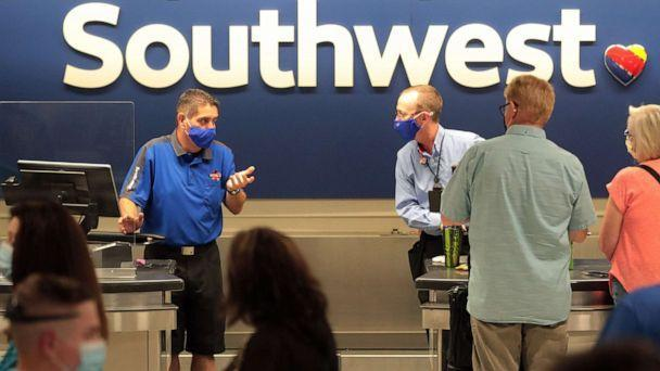 PHOTO: Southwest Airlines employees help customers at Phoenix Sky Harbor Airport on June 15, 2021, in Phoenix during an incident when the airlines experienced network connectivity issues which resulted in 500 flights canceled nationwide. (Michael Chow/The Republic via USA Today Network)
