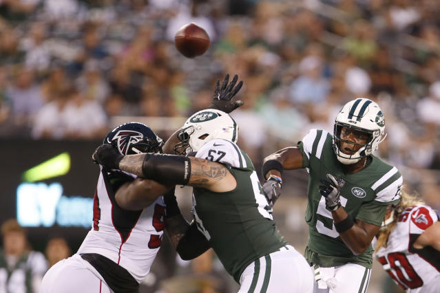 New York Jets quarterback Teddy Bridgewater (5) throws a pass to running back Isaiah Crowell during the first half of a preseason NFL football game Friday, Aug. 10, 2018, in East Rutherford, N.J. Crowell scored a touchdown on the play. (AP Photo/Adam Hunger)