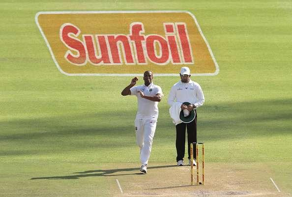 CAPE TOWN, SOUTH AFRICA - JANUARY 03: Vernon Philander of South Africa bowls during day 2 of the 2nd test between South Africa and Sri Lanka at PPC Newlands on January 03, 2107 in Cape Town, South Africa. (Photo by Petri Oeschger/Gallo Images/Getty Images)