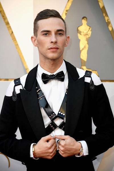 The Olympic figure skater sported a hot new trend during the red carpet on Sunday.