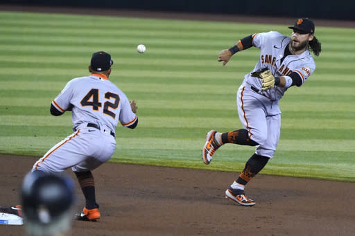 Giants beat Diamondbacks 4-1 to win first road series