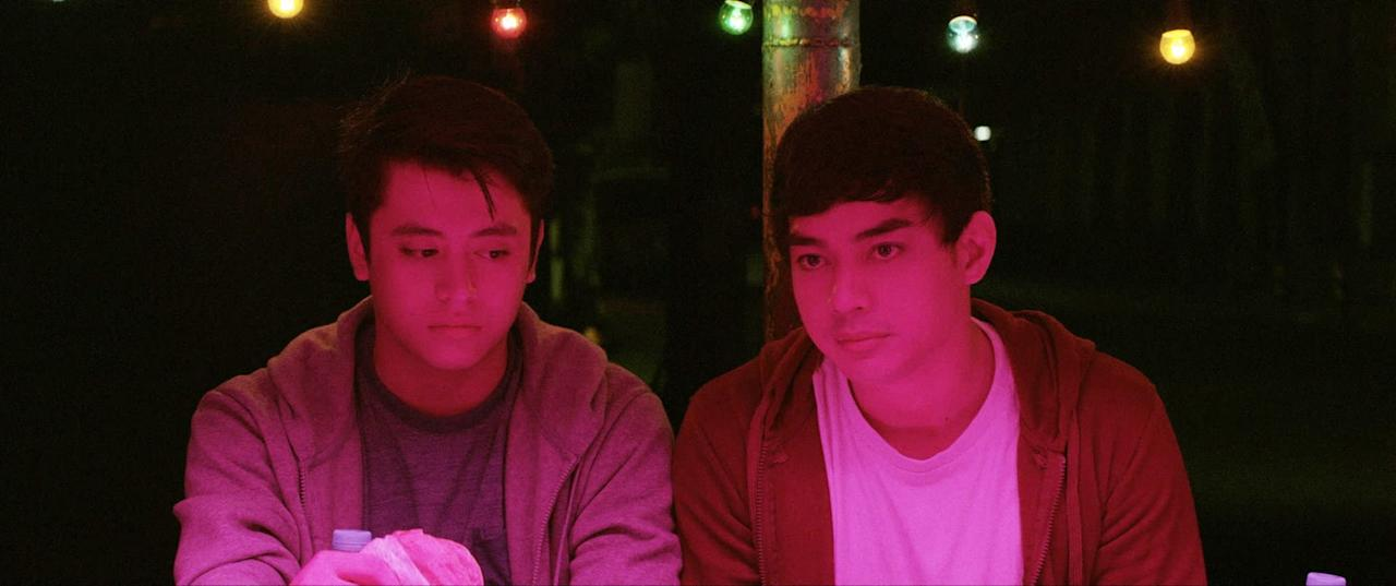 """<p>Netflix's first-ever Philippines-made original is a crime thriller based on a true story, revolving around a socially awkward teen who gangs up with some fellow misfits after he learns that they plan to kidnap an obnoxious (but very wealthy) classmate and hold him for ransom. It isn't long before the teens find themselves in way over their heads - and eventually, the kidnapping turns deadly. </p> <p><a href=""""http://www.netflix.com/title/81165325"""" target=""""_blank"""" class=""""ga-track ga-track"""" data-ga-category=""""Related"""" data-ga-label=""""http://www.netflix.com/title/81165325"""" data-ga-action=""""In-Line Links"""">Watch <strong>Dead Kids </strong>on Netflix</a>.</p>"""