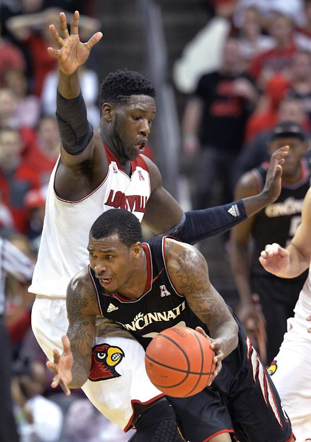Cincinnati's Sean Kilpatrick, right, drives into Louisville's Montrezl Harrell during the second half of an NCAA college basketball game Thursday, Jan. 30, 2014, in Louisville, Ky. Cincinnati defeated Louisville 69-66. (AP Photo/Timothy D. Easley)