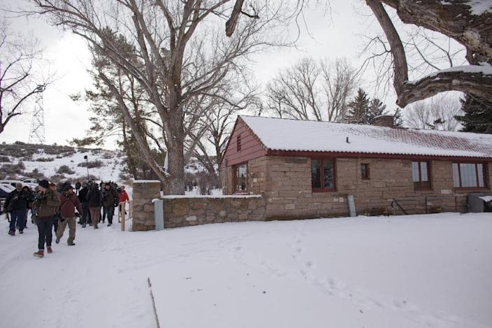 Members of the media tour the Malheur National Wildlife Refuge Headquarters near Burns, Oregon January 4, 2016 (AFP Photo/Rob Kerr)