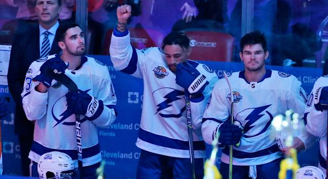 "<a class=""link rapid-noclick-resp"" href=""/nhl/players/5641/"" data-ylk=""slk:J.T. Brown"">J.T. Brown</a> raises his fist in effort to raise awareness to social injustice. (AP Photo/Wilfredo Lee)"