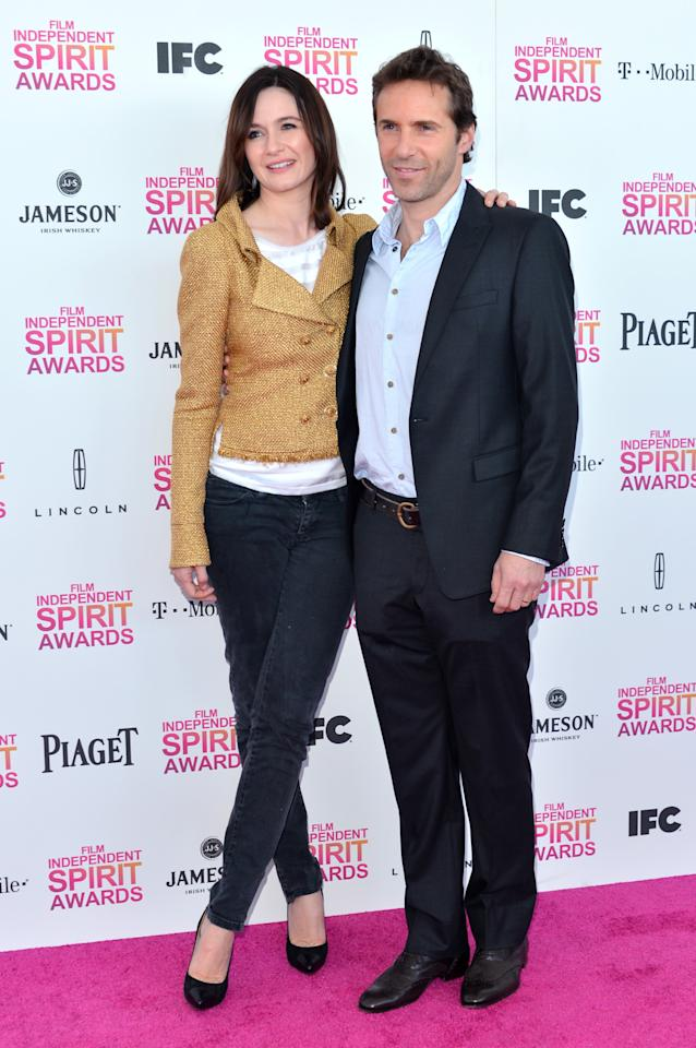 SANTA MONICA, CA - FEBRUARY 23:  (L-R) Actors Emily Mortimer and Alessandro Nivola attend the 2013 Film Independent Spirit Awards at Santa Monica Beach on February 23, 2013 in Santa Monica, California.  (Photo by Alberto E. Rodriguez/Getty Images)