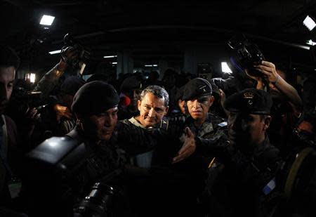 Waldemar Lorenzana (C) is escorted by the Guatemalan police after his arrest at the Supreme Court of Justice in Guatemala City, September 17, 2013. REUTERS/Jorge Dan Lopez