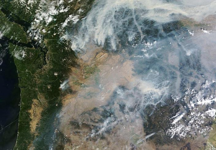 Smoke from wildfires in the US state of Washington can be seen in this August 25, 2015 NASA satellite photo (AFP Photo/)