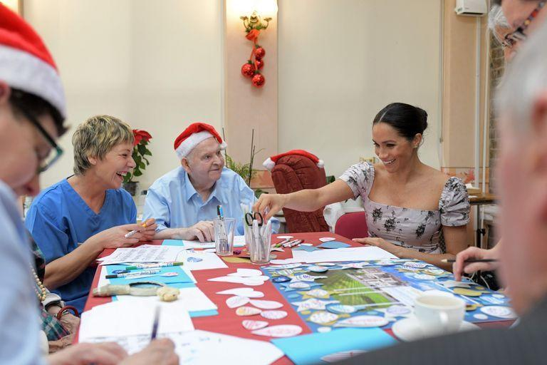 <p>During her first Christmas season as an official member of the royal family, Meghan Markle helped residents of the Royal Variety Charity's nursing home make holiday decorations.</p>