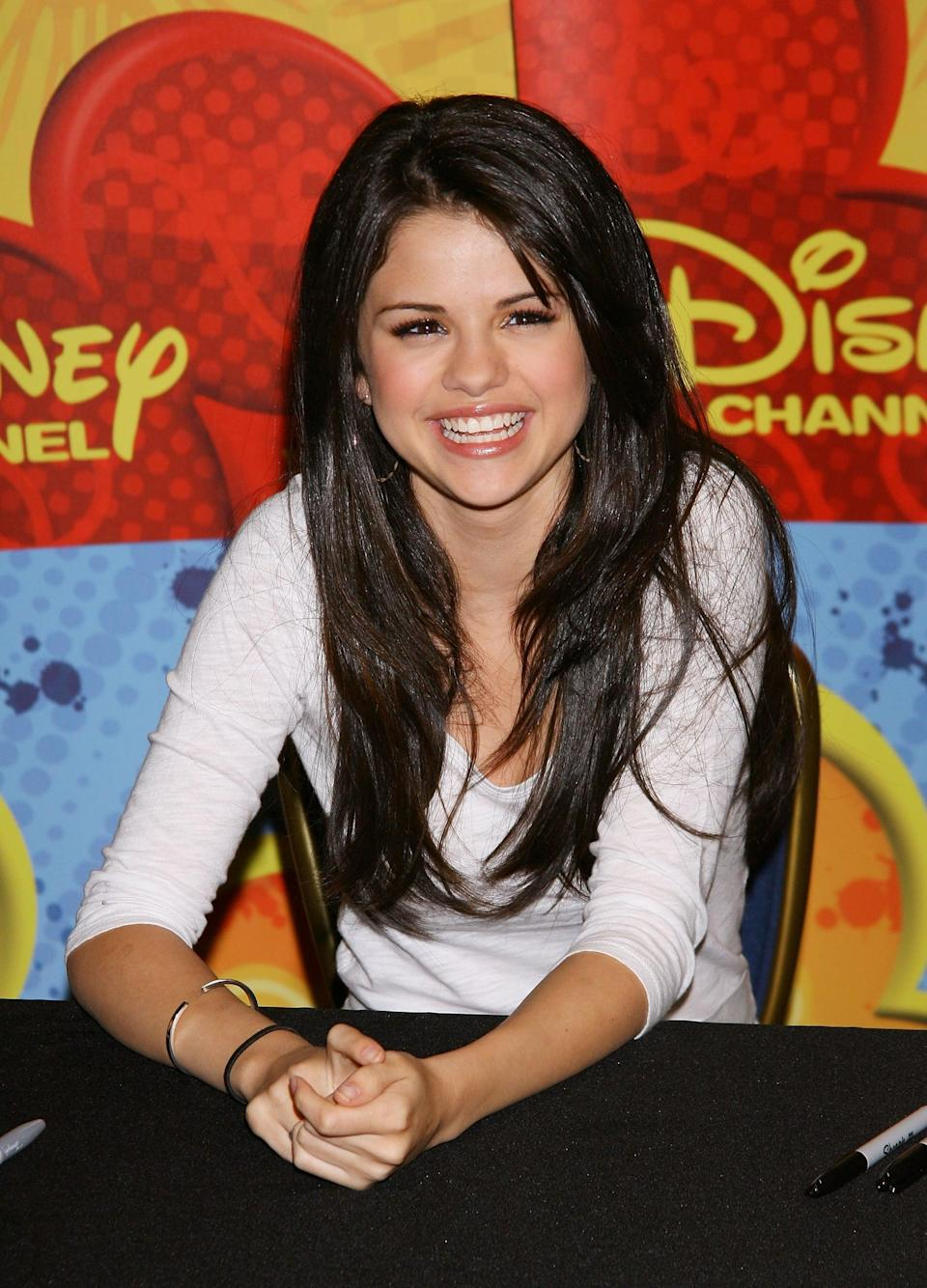 """<p>Selena was all smiles during an autograph signing for <b>Wizards of <span class=""""nofilter"""">Waverly</span> Place</b> fans in NYC.</p>"""