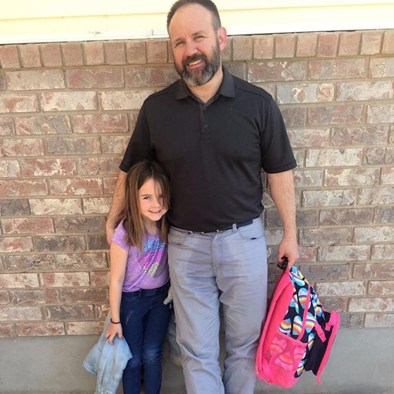 """How 1 Amazing Dad Came to His Girl's Rescue After an Embarrassing School """"Accident"""""""
