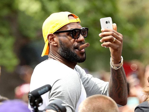 "<a class=""link rapid-noclick-resp"" href=""/nba/players/3704/"" data-ylk=""slk:LeBron James"">LeBron James</a> has clearly let himself go. (Getty Images)"