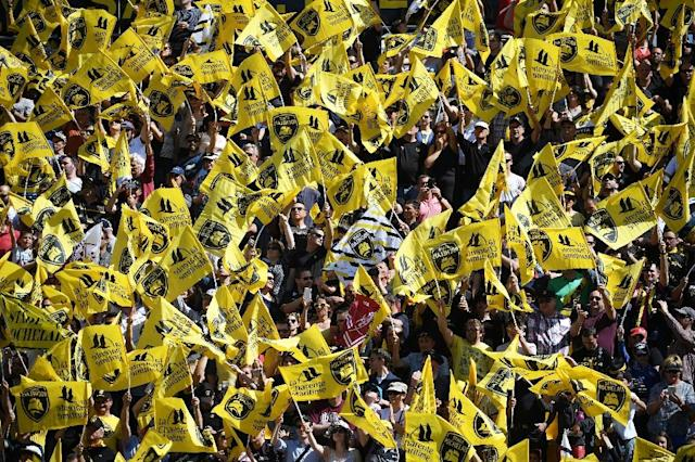 La Rochelle's supporters wave their club's flags during the French Top 14 rugby union match between La Rochelle and Bordeaux-Begles on April 08, 2017 (AFP Photo/XAVIER LEOTY)