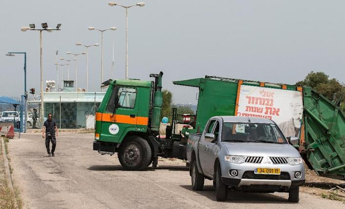 Municipal rubbish truck blocks the gates of a chemical plant in Haifa on April 20, 2015, following a scare over high cancer rates (AFP Photo/Jack Guez)