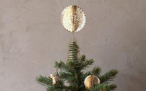 Sankari Round Tree Topper
