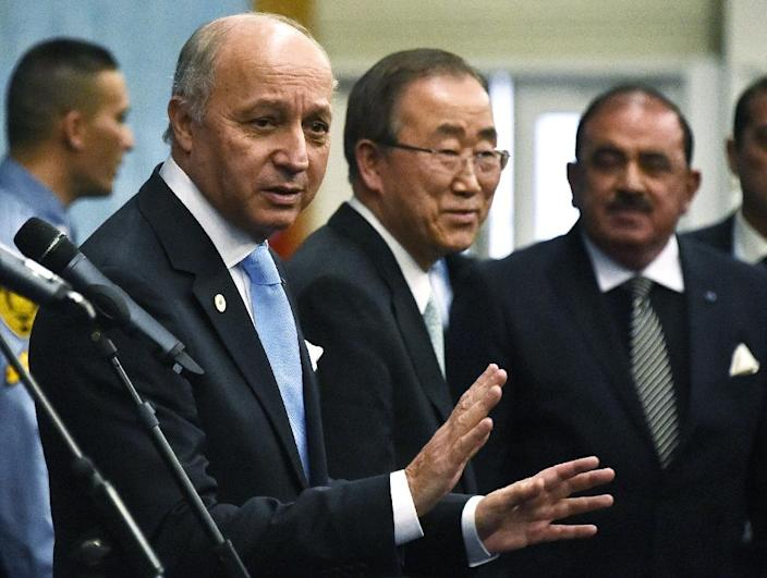 UN Secretary-General Ban Ki-moon (C) and French Foreign Affairs Minister Laurent Fabius (L) speak to the press during the United Nations conference on climate change in Le Bourget on December 11, 2015 (AFP Photo/Dominique Faget)