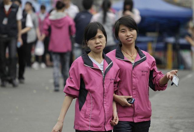 Employees in Foxconn uniforms. Image: Reuters