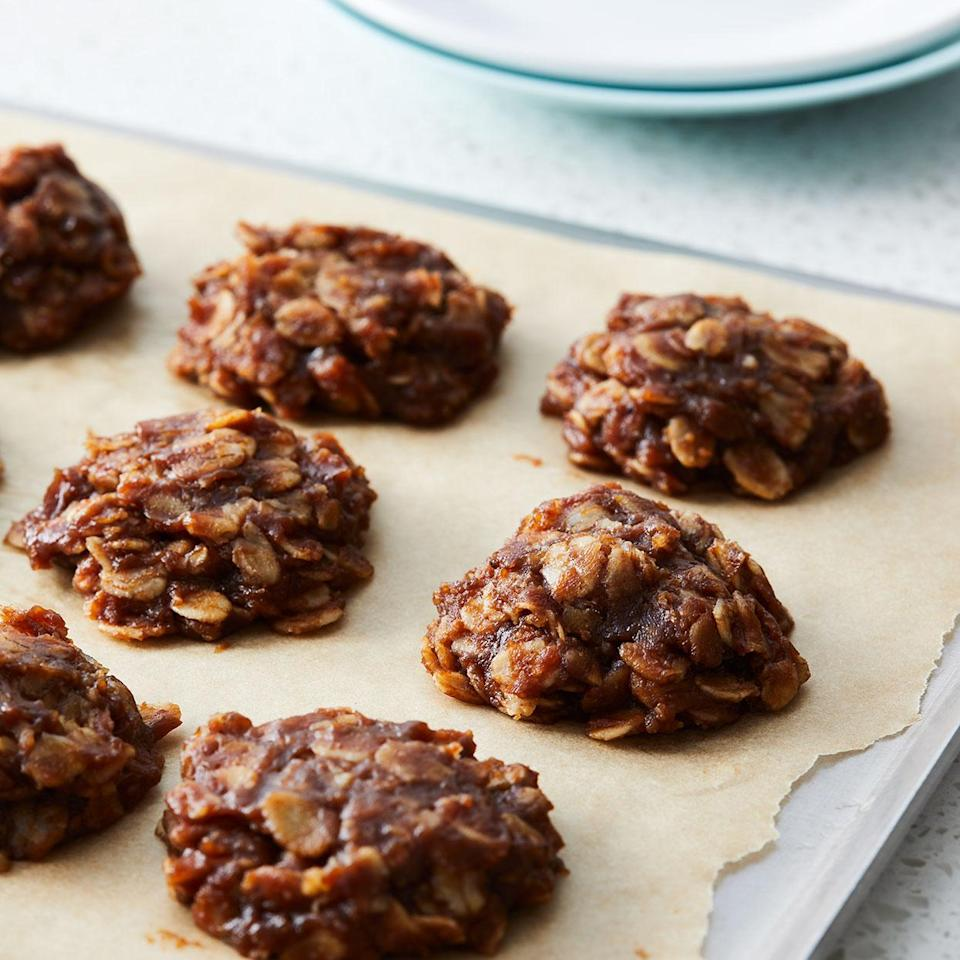 <p>Creamy natural peanut butter and chocolate team up in these easy and healthy no-bake cookies! Whip up a batch for after-school snacks, dessert or anytime your sweet tooth comes calling.</p>