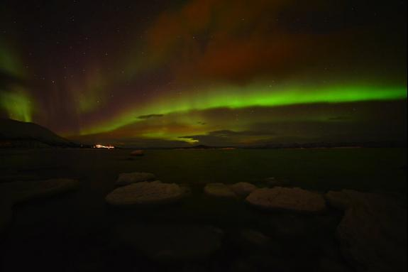 Christmas Auroras Shimmer in Sweden's Holiday Sky (Video)