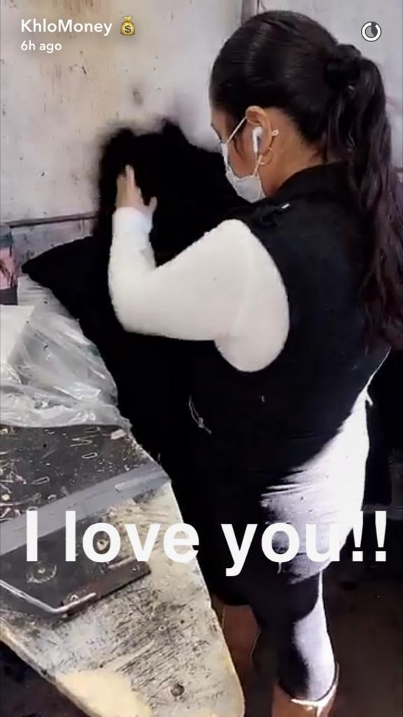 Kardashian seems in awe of this worker's attention to detail. (Photo: Courtesy of Snapchat/KhloMoney)